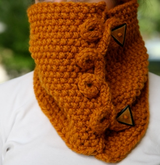 Butterscotch Cowl Copyright 2013 Queen Bee Knits Original