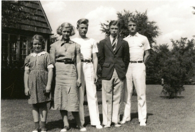 My dad (middle) and his siblings